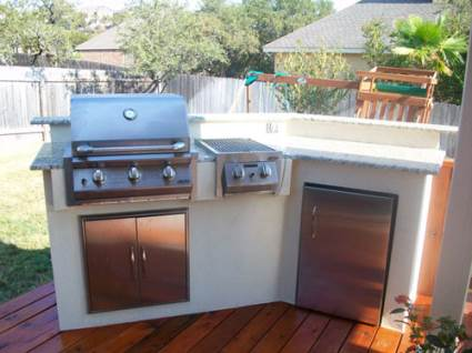 Outdoor kitchens design and examples the kitchen times for Small space outdoor kitchen