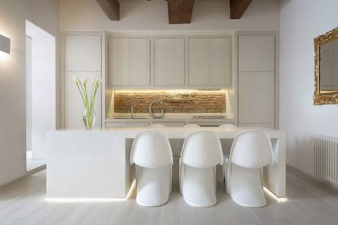 white kitchen design by Carola Vannini