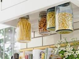 glass-jars-in-kitchen-decor