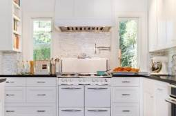 Stylish retro kitchen windows -from-the-50s-and-shaker-cabinets