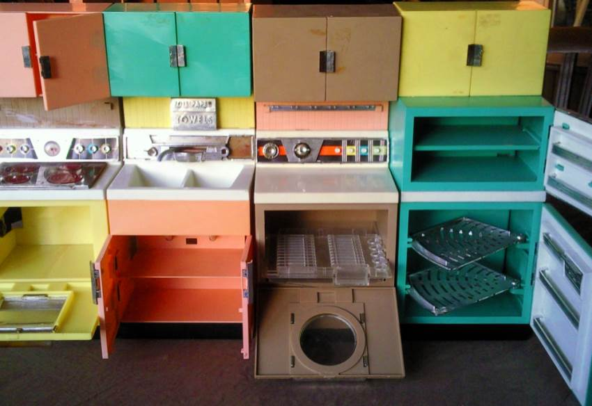 Simple secrets for getting the best retro dining sets for for Simple kitchen set